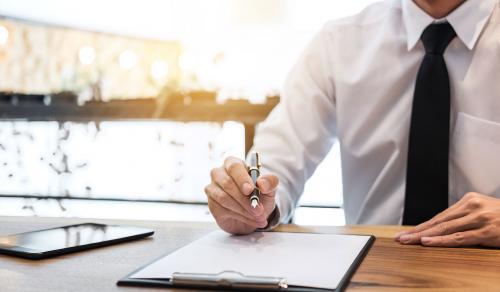 Apport de titres à une holding pour l'apport-cession : comment cela fonctionne ?